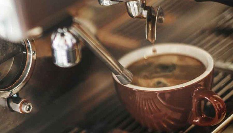 ماكينة تحضير القهوة والكابتشينو